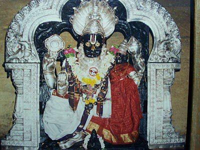 Lord-Ahobila-Narasimha-Swamy-with-Goddess-Lakshmi.jpg